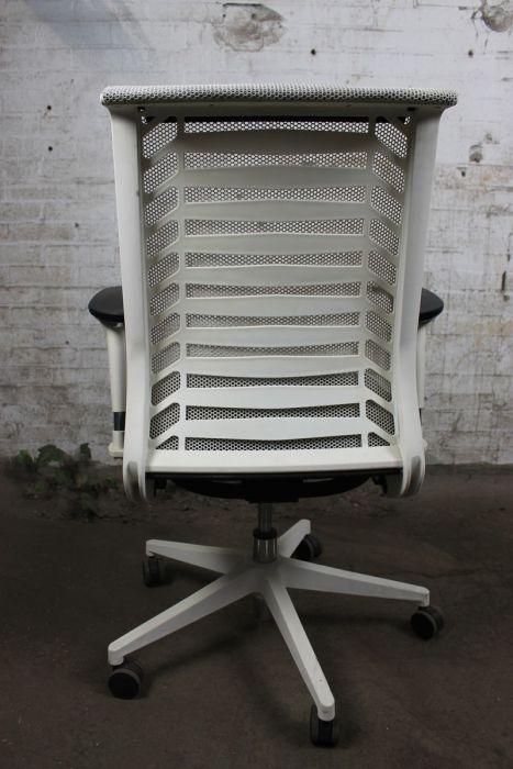 Goedkope Witte Bureaustoel.Bureaustoel Zwart Gestofferde Zitting Met Mesh Rug Bs03