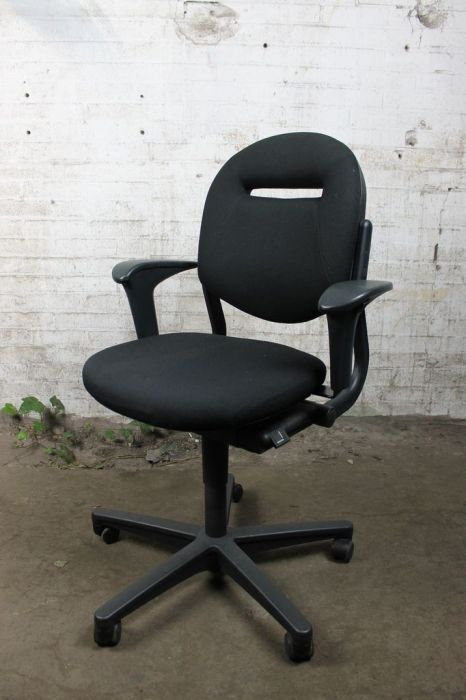 Ahrend 220 Bureaustoel Zwart.Bureaustoel Zwart Met Zwart Onderstel Bs111