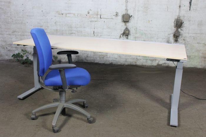 Bureau Design Gebruikt.Wini Bureau Gebruikt Ahorn Blad Elektrisch Verstelbaar Bt27