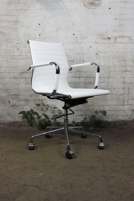 Eames Bureaustoel Tweedehands.Vitra Eames Tweedehands Bureaustoel Replica Wit Kunstleder