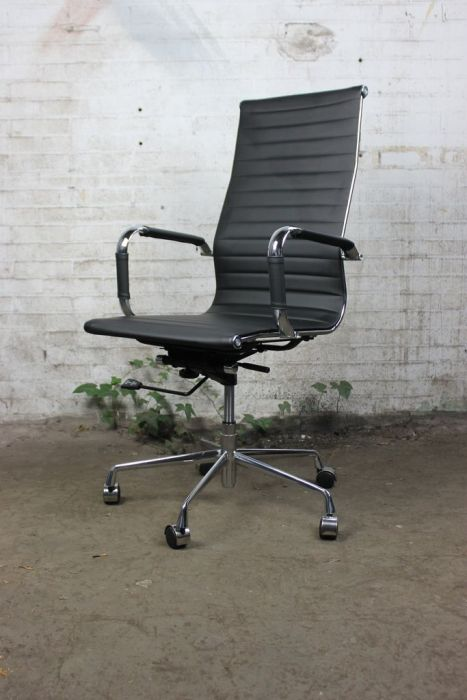 Eames Bureaustoel Replica.Vitra Eames Tweedehands Bureaustoel Replica Zwart Kunstleder